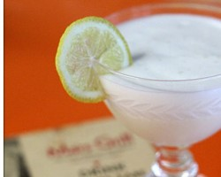 How to Make a Ramos Gin Fizz Cocktail